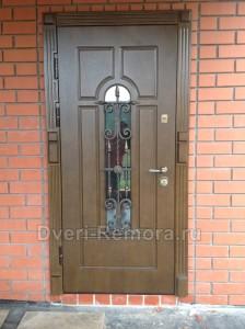 Двери парадные с ковкой и стеклопакетом