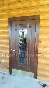 Двери с стеклопакетом и ковкой